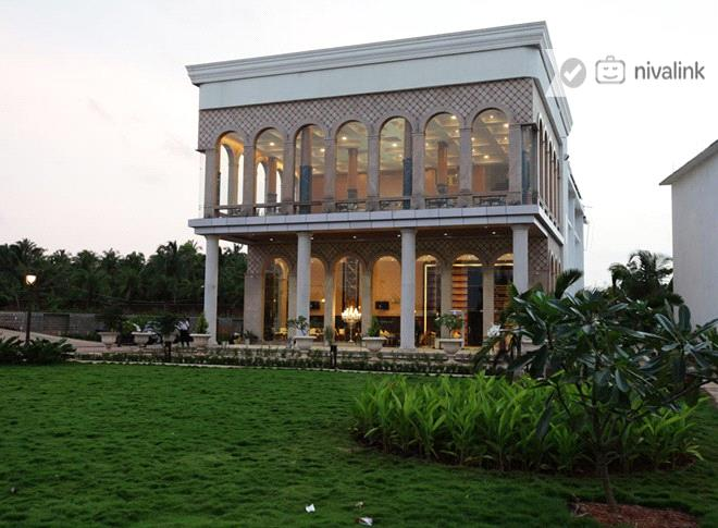 UVA Meridian Bay at Kundapura is a premium getaway resort offering sprawling greens and large banquet / convention facilities.
